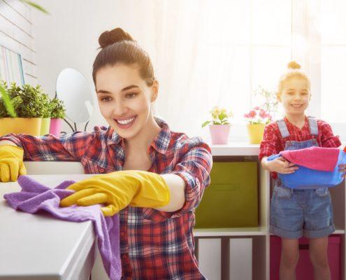 Schon heute gibt es Reinigungsmittel, bei denen aktive Bakterien bei der Schmutzentfernung helfen.