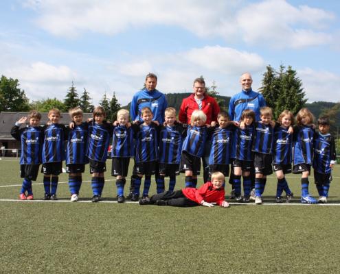 awiwa® unterstutz die F1-Junioren des VfB Burbach mit neuen Trikots. Mit diesem Sponsoring setzen wir uns aktiv ein für die Mannschaft.